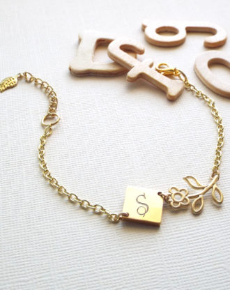 Mothers day gift, Personalized Bracelet, Gold Initial charm bracelet, Flower bracelet, Custom name Jewelry, Gift for mom, Bridesmaid gift.