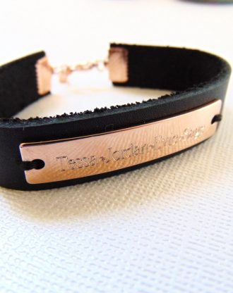 Customized rose gold cuff bracelet, engraved leather bar bracelet, personalized name plate bracelet, gift for mom / Dad, Child name.